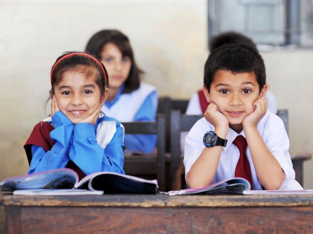 والدین کو چاہئے کہ بچوں کو استاد کی قدر و منزلت بتائیں۔ ان کو یہ باور کرایا جائے کہ اساتذہ صرف ملازم نہیں بلکہ ان کے روحانی والدین ہیں اور ان کے مستقبل کی کامیابی انہی اساتذہ سے جڑی ہوئی ہے ۔