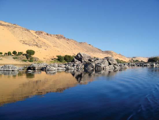 قبل ازسلام کے مصری لوگ دریائے نیل کی روانی برقرار رکھنے کے لیے ایک خوبصورت اور کنواری دوشیزہ کی قربانی دیتے تھے، جسے زیورات وغیرہ سے سجا سنورا کر دریا کے عین وسط میں چھوڑ دیا جاتا، جس کے بعد دریائے نیل رواں ہو جاتا۔