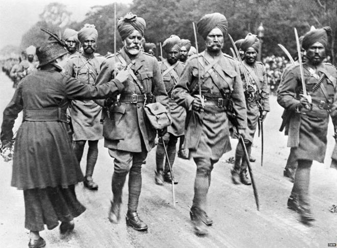 ہندو روزِ اول سے کاروباری لوگ تھے جبکہ مسلمان سپاہی اور ملازم ہوا کرتے تھے۔ انگریزوں کے غلبے سے وہ ملازمتوں سے محروم ہوگئے تھے اور تجارت اُن کا پیشہ ہی نہ تھا۔ اس طرح نفرت، دشمنی، غربت اور محرومیت نے ہندوستانی مسلمانوں کو دیوار سے لگادیا تھا۔