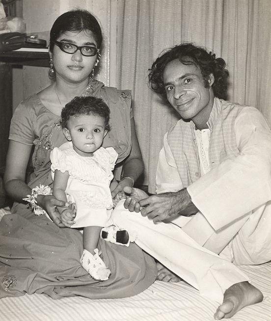 محترمہ زاہدہ حنا سے جون صاحب کے دو بیٹے اور ایک بیٹی ہے۔ 1980ء کی دہائی میں ان کے درمیان علاحدگی ہوئی۔ اس کے بعد جون صاحب نے تنہا رہنے کو ترجیح دی۔