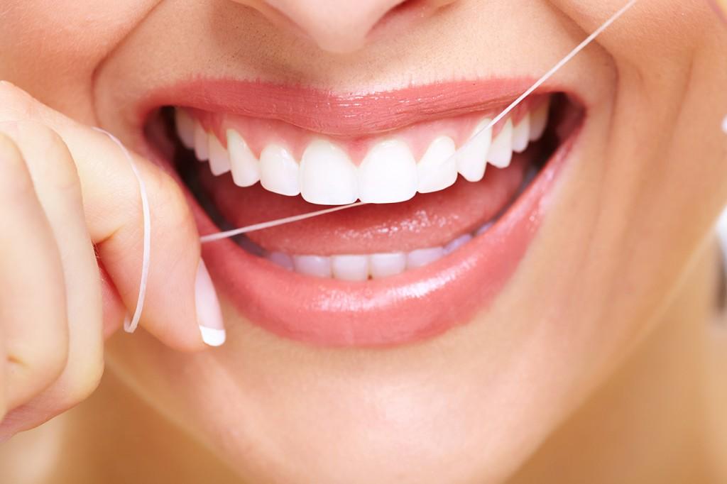 دانتوں کی صحت کے لئے ڈینٹل فلوس کا استعمال یقینی بنانا ہوگا
