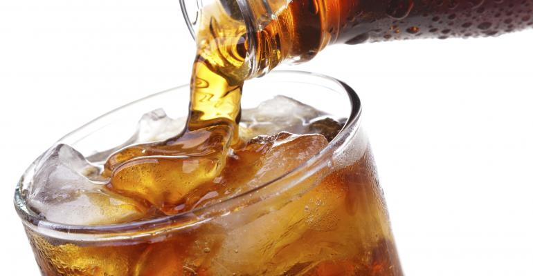تحقیق کے مطابق جو افراد یومیہ بنیادوں پر ایک بار شوگر فری مشروب پیتے ہیں ان میں فالج یا ڈمینیشیا جیسی بیماری پیدا ہونے کے خطرات تین فیصد بڑھ جاتے ہیں
