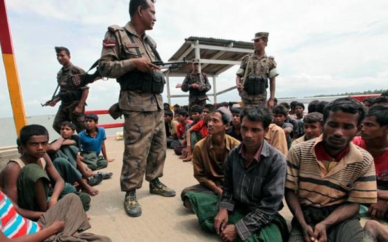 برطانیہ سے آزادی کے بعد 1962ء میں فوج نے اقتدار سنبھالتے ہی مسلمانوں پر برما کی زمین تنگ کرنے کا فیصلہ کیا، تو سب سے پہلے ان کو باغی قرار دے دیا گیا۔ ان کے خلاف وقفہ وقفہ سے فوجی آپریشن کئے گئے جو 1982ء تک جاری رہے۔