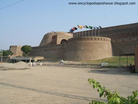 سکھوں نے 1833ء کو پشاور پر حملہ کیا اور قلعہ قبضہ کیا، تو اس کا نام سمیر گڑھ رکھ دیا۔ لیکن یہ نام لوگوں میں مشہور نہ ہوسکا۔