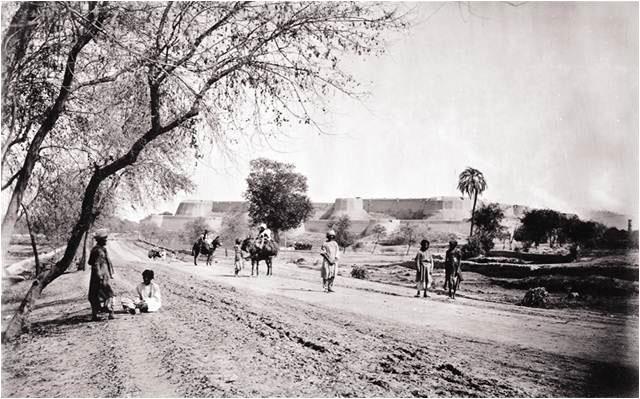 مؤرخین مانتے ہیں کہ یہ قلعہ کوئی ہزار سال پہلے اس وقت بھی موجود تھا جب سلطان محمود غزنوی نے ہند کے مشہور راجا ''جے پال'' کو شکست دی تھی۔ (فوٹو: فرائڈے ٹائمز)