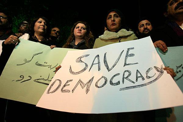 جمہوریت کو کیا خطرہ ہے؟