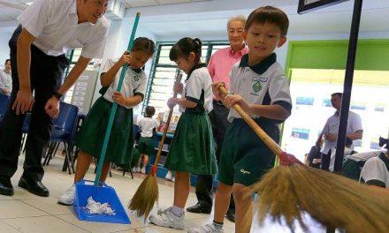 جاپانی سکولوں میں خاکروب کیوں نہیں ہوتا؟